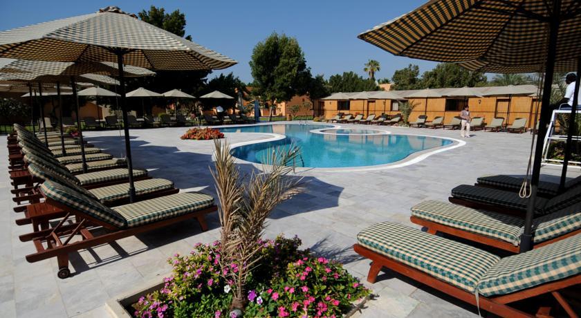 Солнечная терраса в отеле Bin Majid Beach Resort Рас аль Хайма